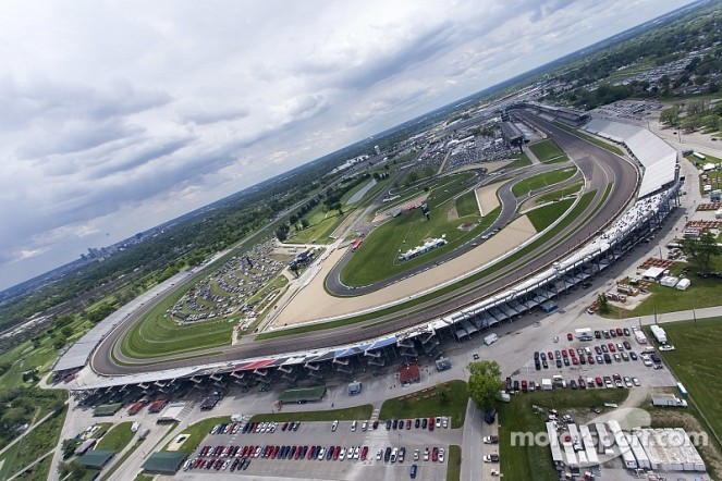 indycar-indy-500-2014-the-view-of-indianapolis-motor-speedway-from-kurt-busch-s-helicopter