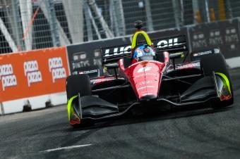 Robert-Wickens-races-on-Toronto-IndyCar-streets
